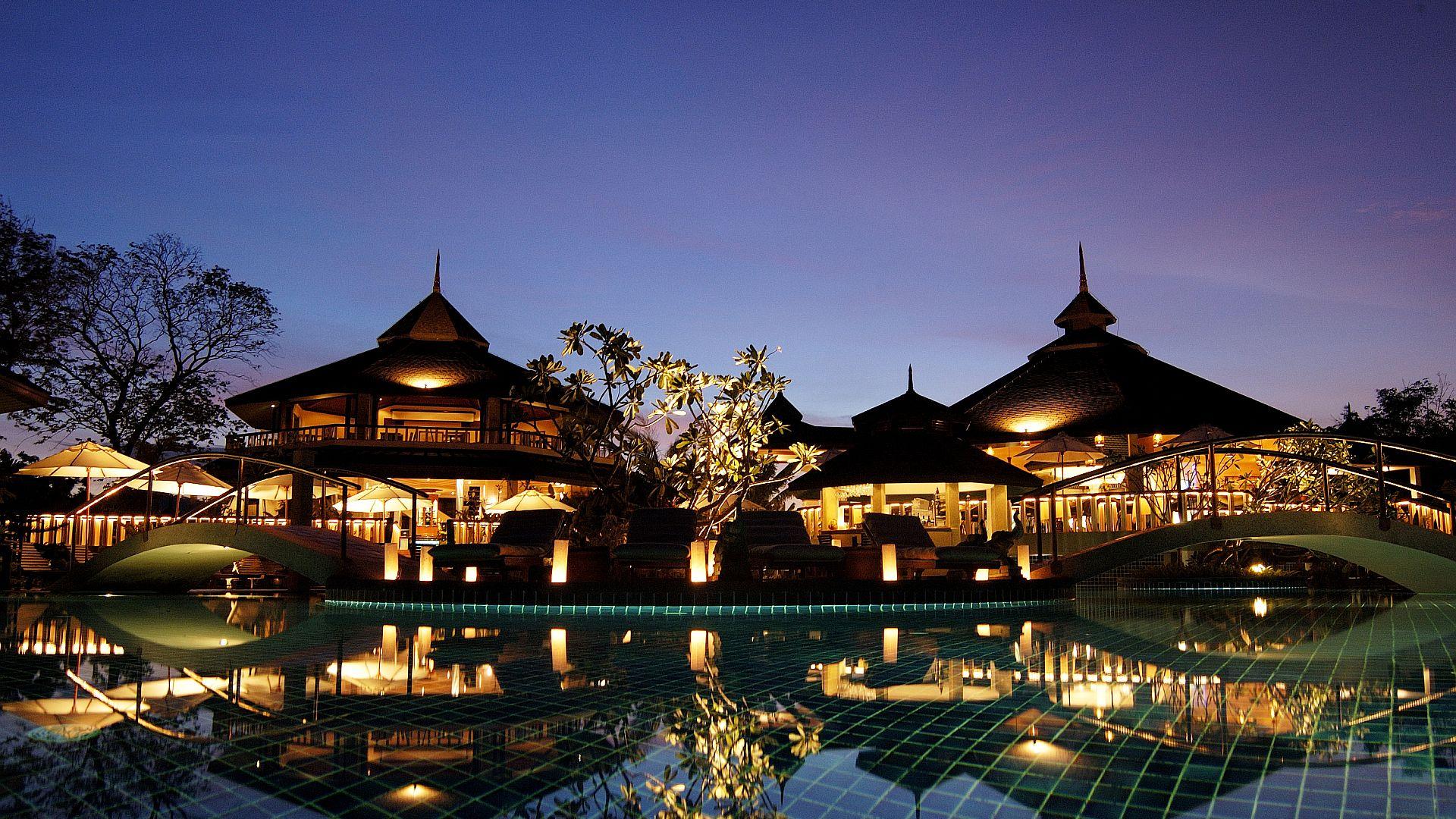 Phuket-Resorts-Mangosteen-Resort-and-Ayurveda-Spa-Reception-and-Restaurant-at-Night