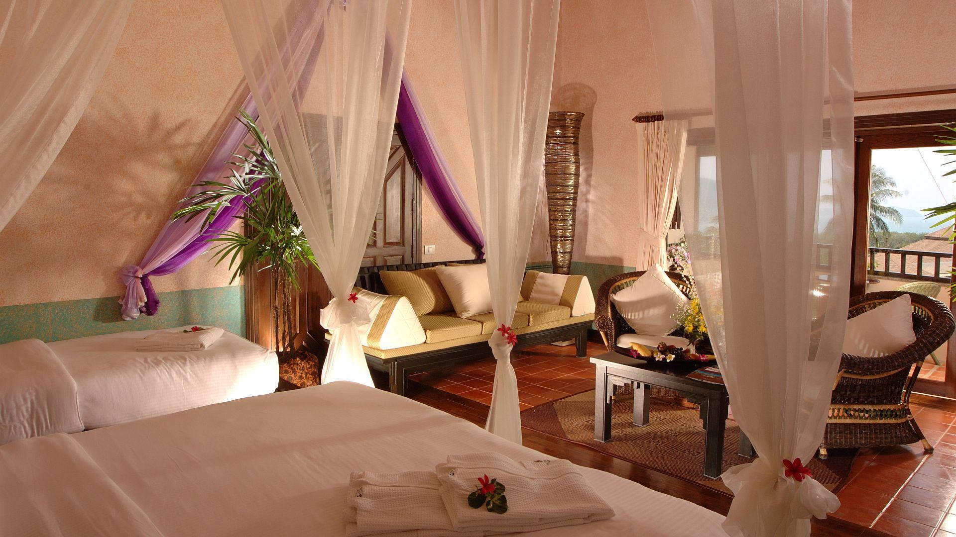 Phuket-Resorts-Mangosteen-Resort-and-Ayurveda-Spa-Royal-Jacuzzi-Villa-Bedroom